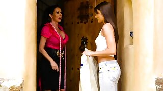 Adria Rae & Veronica Avluv with respect to Beg for Booked Hither - MomKnowsBest